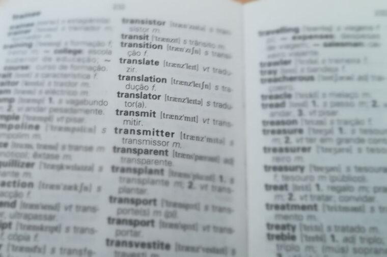 Woordenboek vertaling Engels naar Portugees